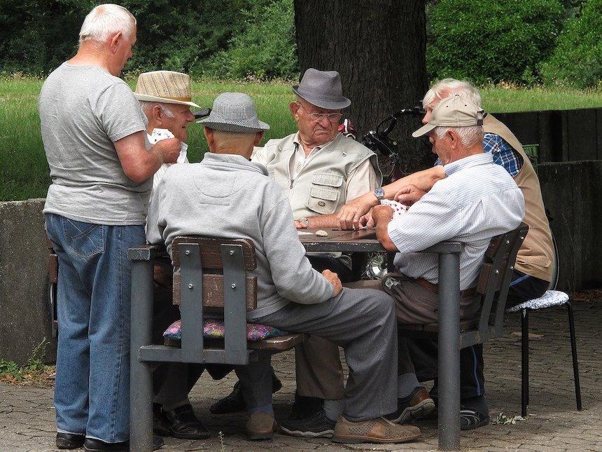 Carl Gustav Jung Hypnose - alte Männer spielen ein Tischspiel