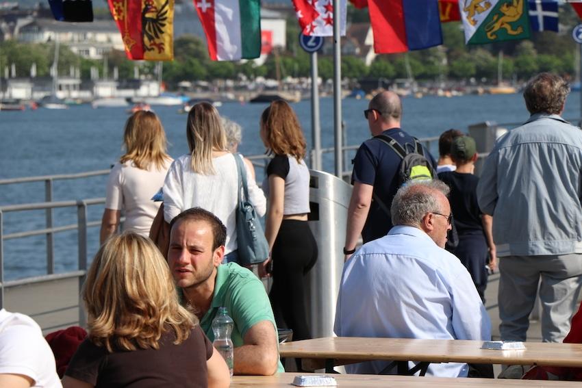 Menschen amm See- Durch Hypnose Leistungssteigerung