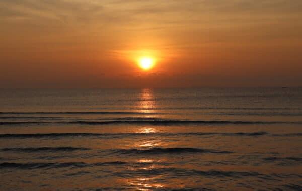 Sonnenaufgang am Strand - Trance
