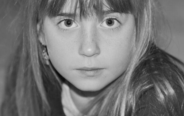 Mädchen in Trance - Was geschieht bei einer Hypnose?
